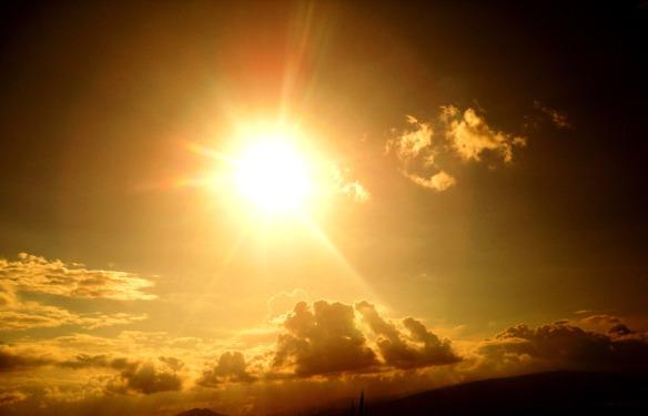 658097-warm-sun-light